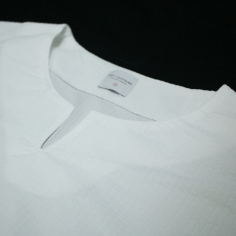 edit-seer sucker stretch tee wht