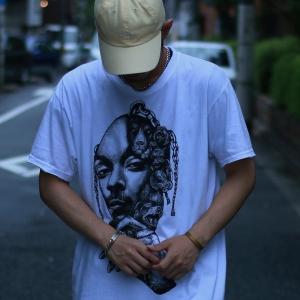 ドムレーベル スヌープドッグTシャツを着用したコーディネート例