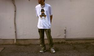 domrebelのTシャツを着用した画像
